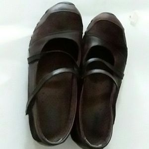 SKECHERS BROWN LEATHER & SUEDE FLATS